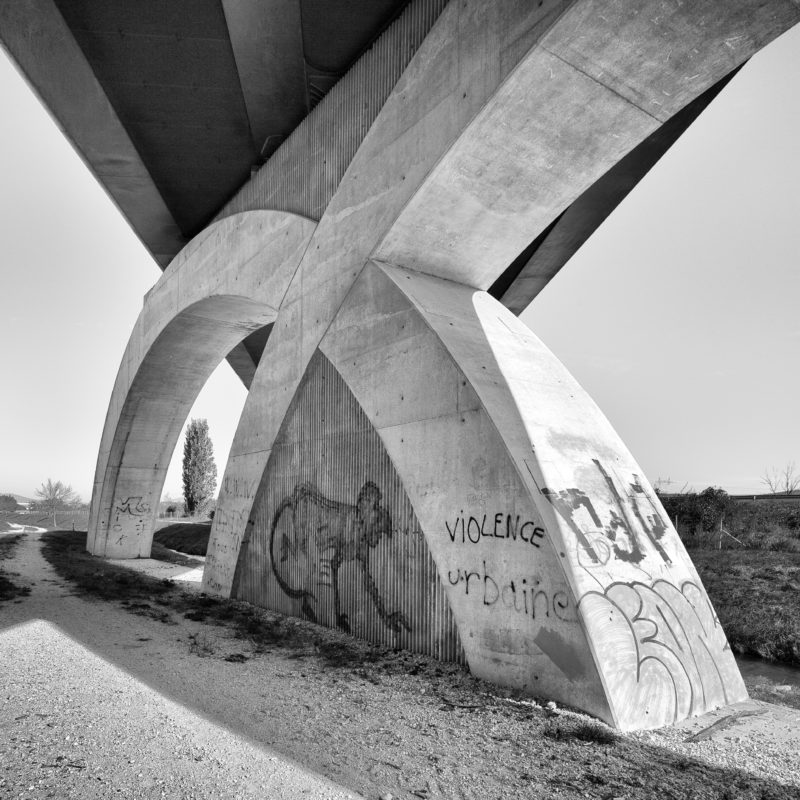 Autoroute A7 Pierrelatte, sous le pont du TGV, 2018. Photo JM Yersin